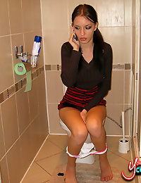Brunette using the toilet,Brunette uses the toilet before having sex with a stranger,This is something you don't see every day. A chick using the toilet. Well, a little change can be good. She uses the toilet before having sex with a man for money. You re